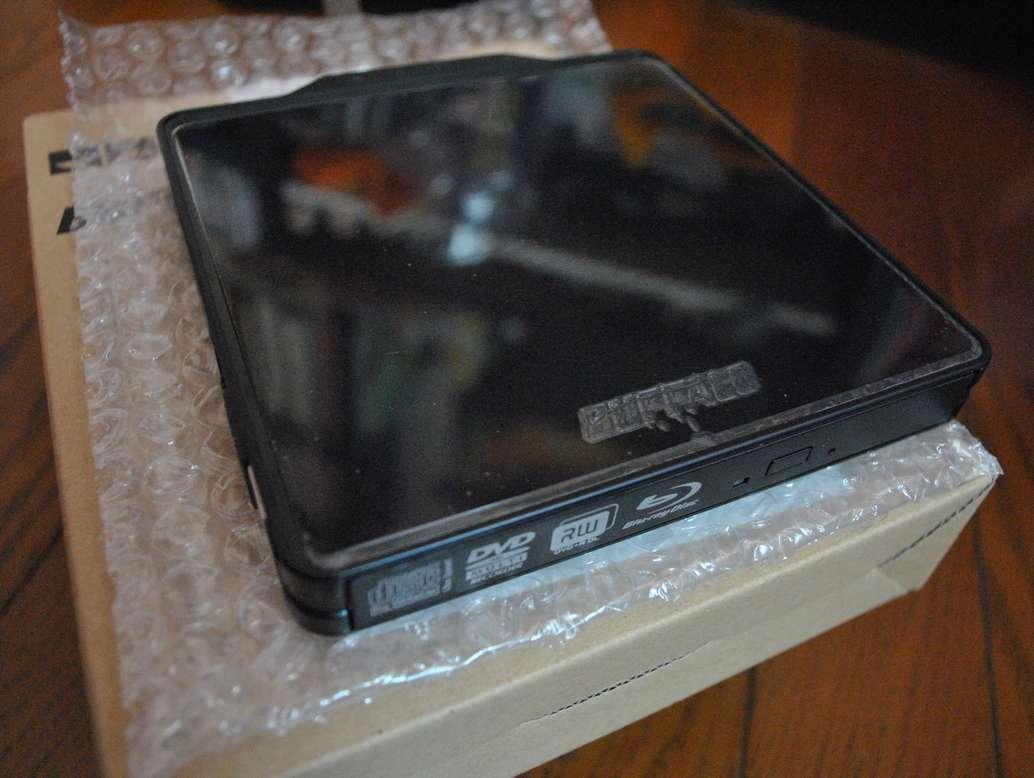バッファローの外付けBlu-rayドライブ「BRXL-PC6VU2/N」の本体