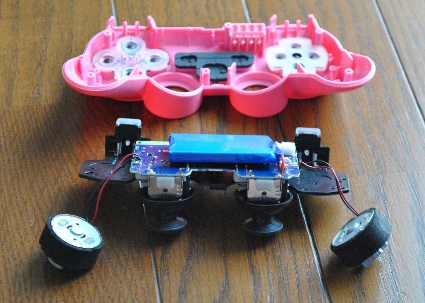 PS3コントローラーの基盤を外す2