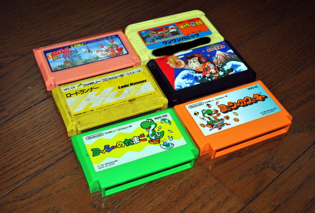 ファミリーコンピュータのカセット6本(エスパ冒険隊 魔王の砦、オバケのQ太郎ワンワンパニック、ロードランナー、がんばれゴエモン からくり道中、ヨッシーのたまご、ヨッシーのクッキー)